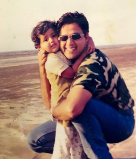Riva Kishan Childhood Photo with Ravi Kishan
